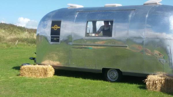 Air stream mobile wedding unit looks great