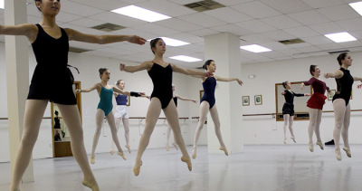Advance ballet students a a ballet class