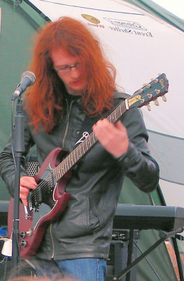 Playing guitar live