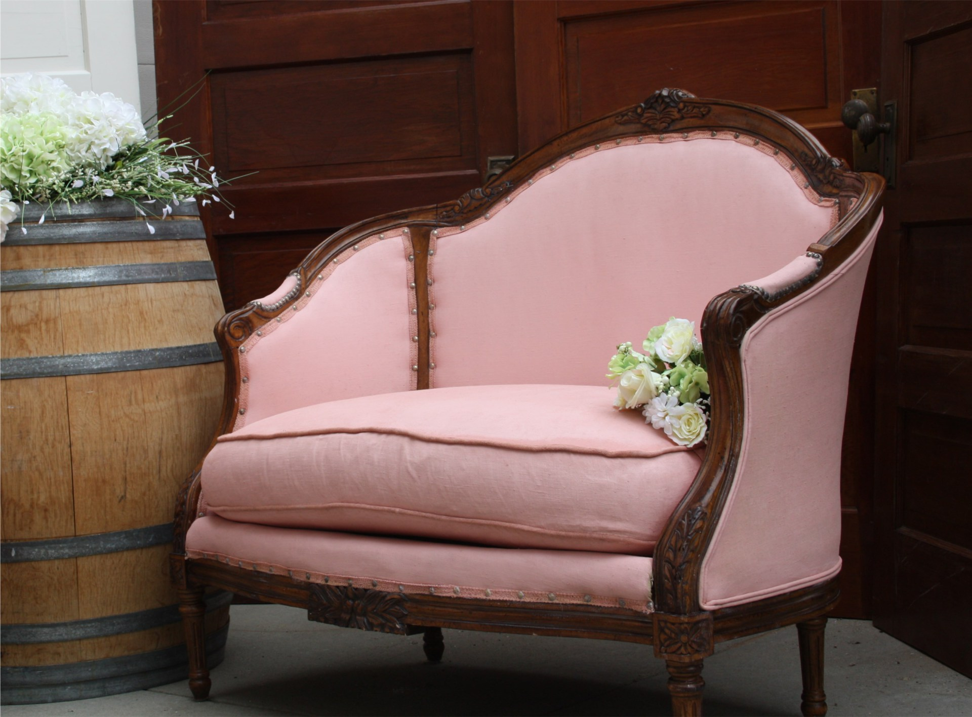 Ellie love seat rent antique Stagecoach