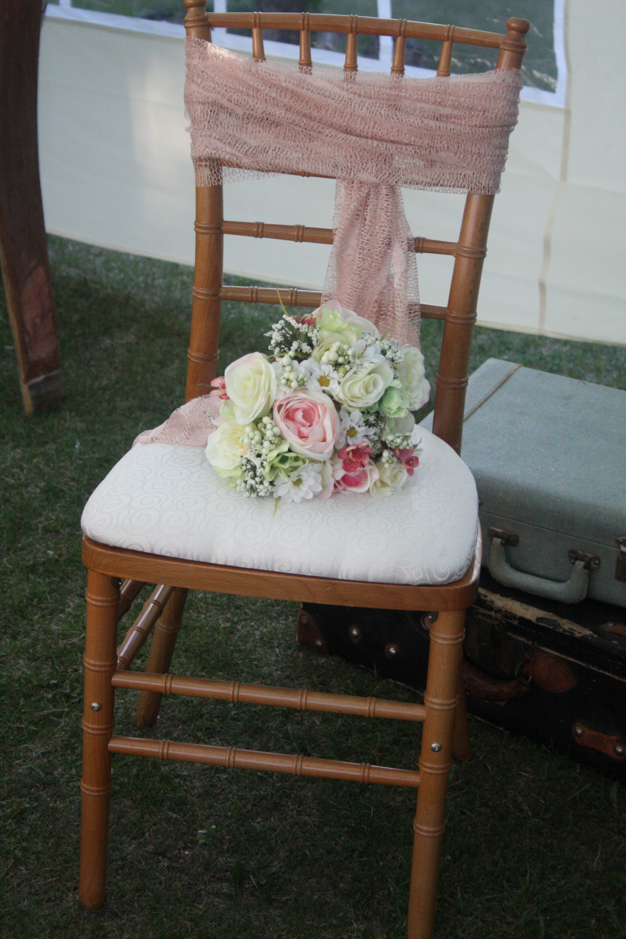 Stagecoach has natural chiavari chairs available for rent