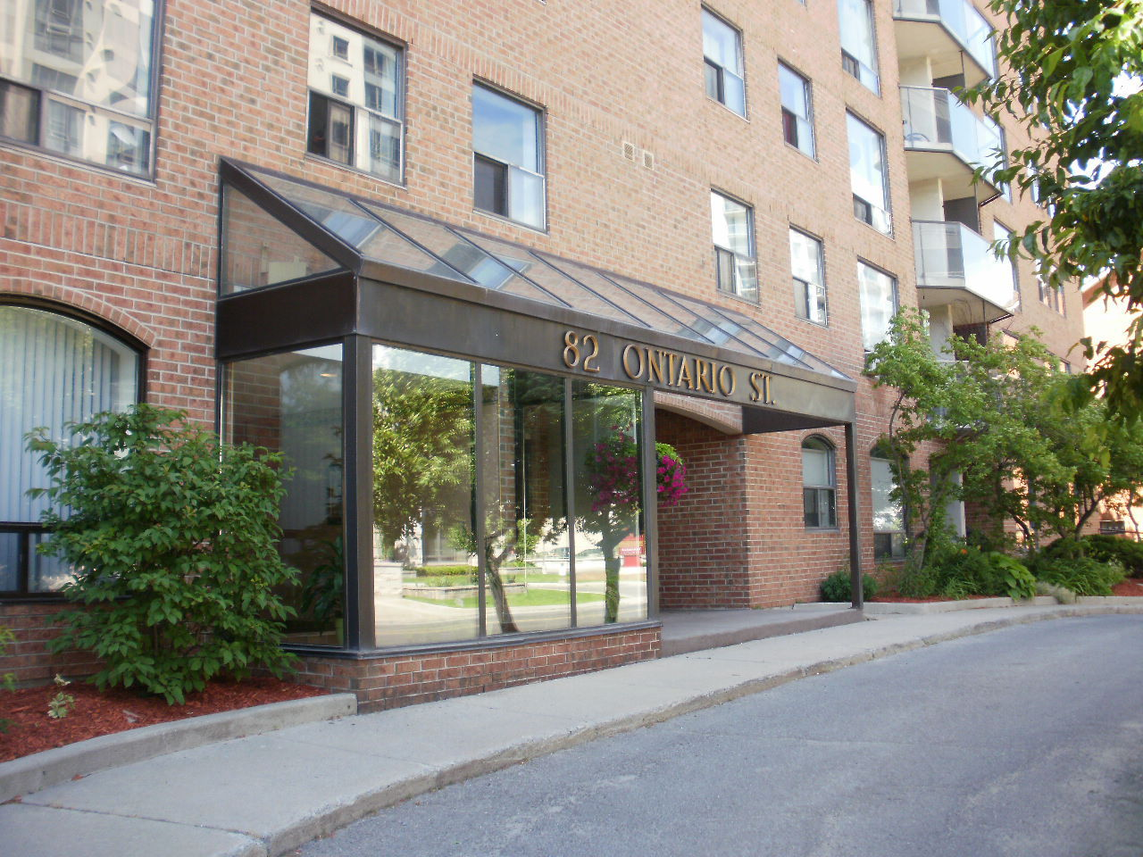Downtown 82 Ontario St 2 bedroom $1450 plus electric