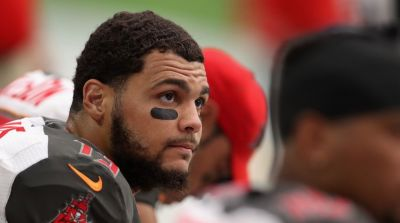Tampa Bay's Mike Evans Apologizes for Anthem Protest
