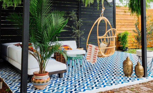 Outdoor Living Pieces That Transition to Fall