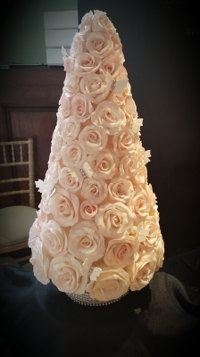summer roses wedding cake by njlcreations