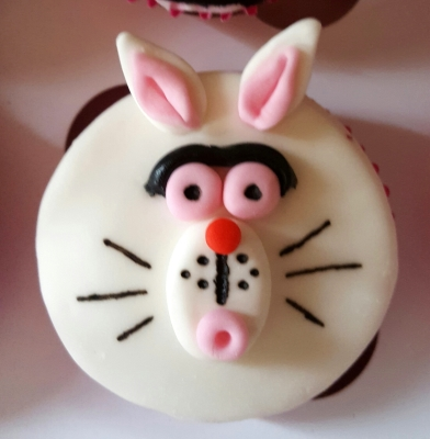 alice in wonderland white rabbit cupcakes by njl creations