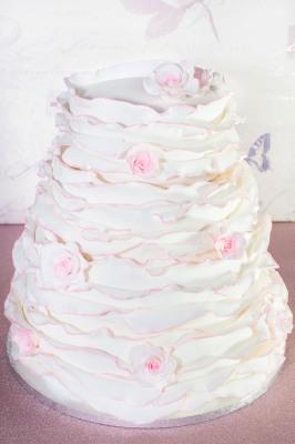 ruffle cake from £600
