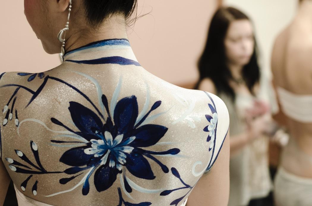 Qinghua Flowers Body Painting