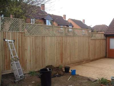 6ft close board fencing.2ft diamond trellis  milton keynes
