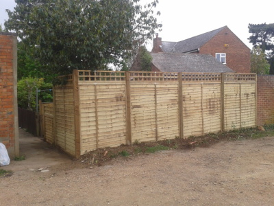 panel fencing with 1 ft trellis on top in milton keynes