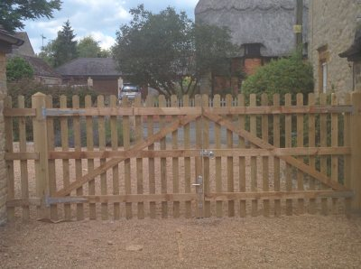 picket fencing gates.stony stratford
