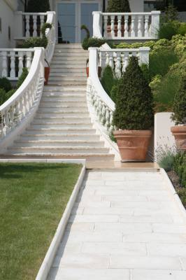Garden Paving, Balustrade & Edging