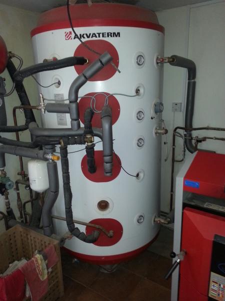 Accumulator tank, Log Boiler, Biomasss, Solar Thermal Panels