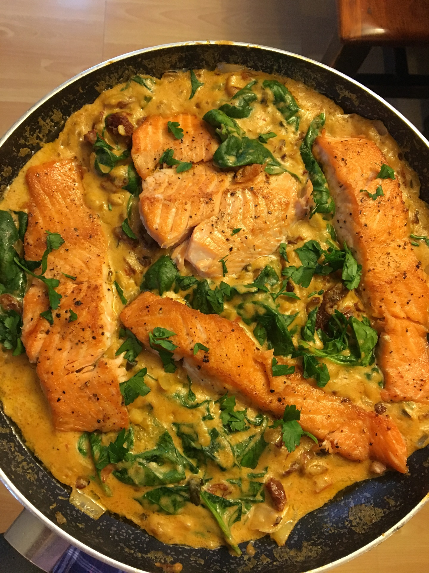 Creamy Spinach and Sundried Tomato Salmon