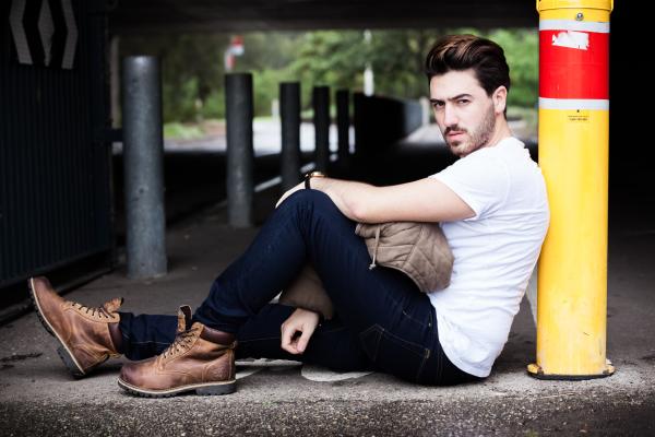 Model Firas Kasam