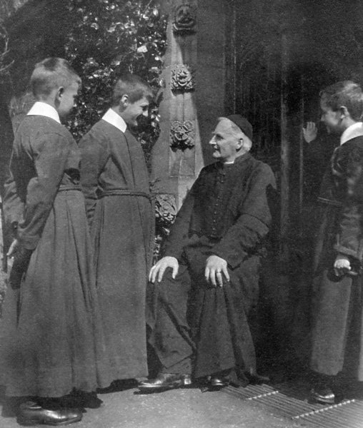 Choristers with Canon Wylde, 1919