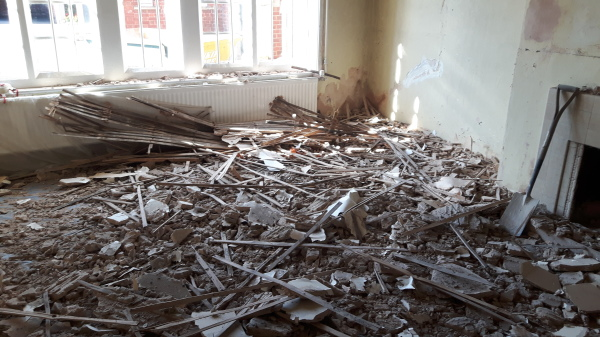 The ceiling in the classroom of the Choir School collapsed.