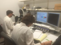 Dr. Jordi Magrané and Dr. Rebeca Valero Gils in the Confocal Microscope Room