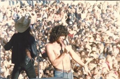 "<img src=""stadium"" alt=""Nantucket Band at Tangerine Bowl"">"