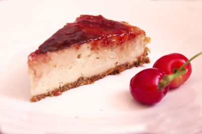 Vegan cherry cheescake (photo courtesy @Puravidaveganbar)