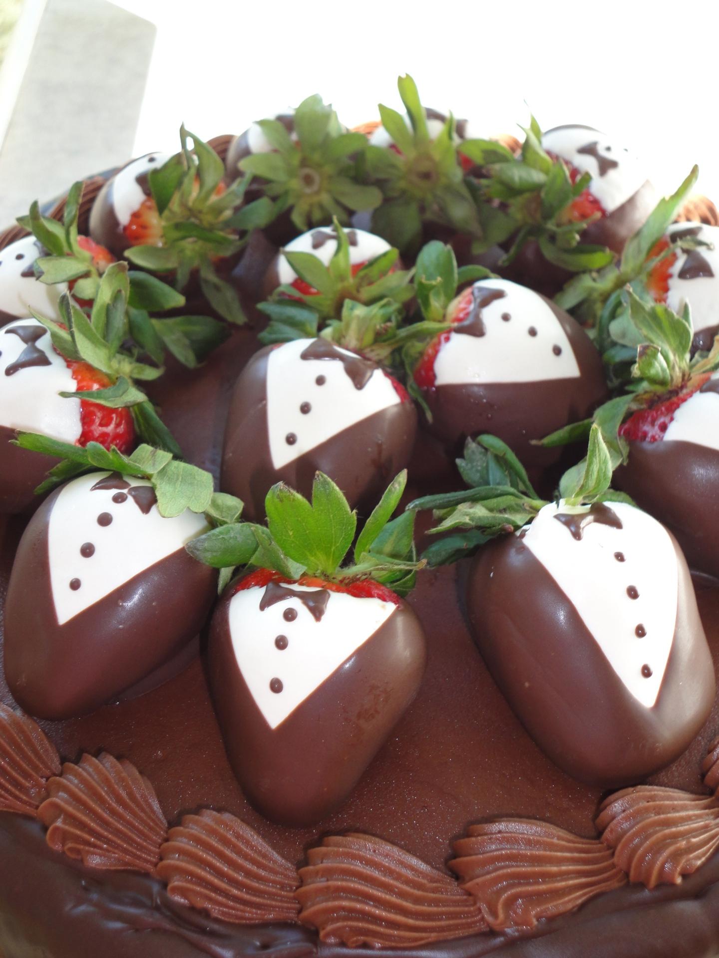 tuxedo strawberries groom cake