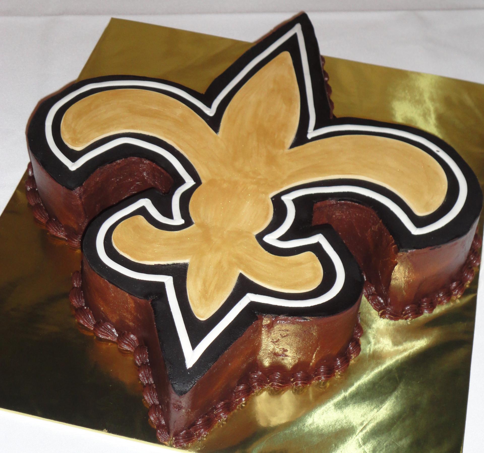 NO saints fleur di lis cake