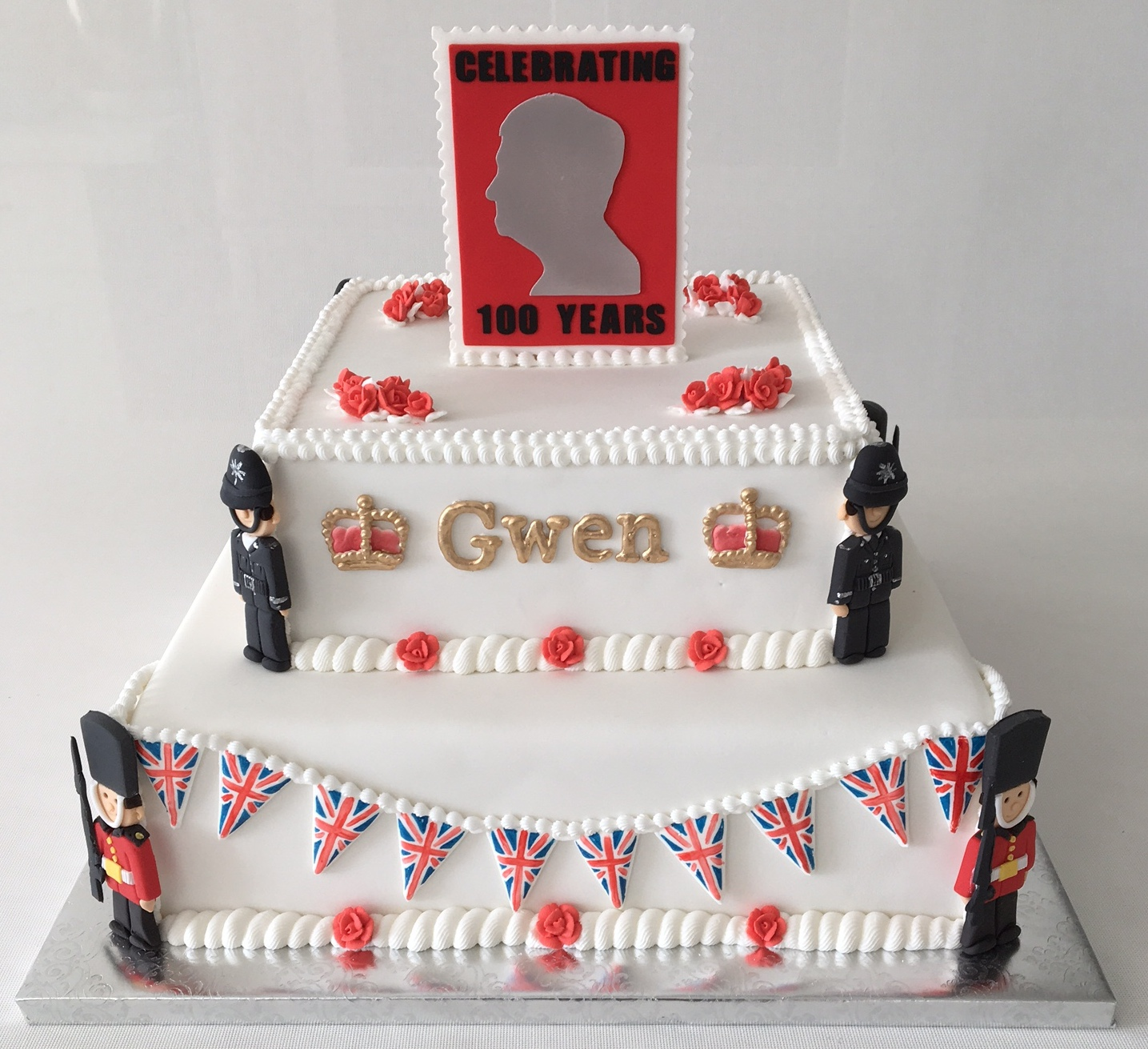 queens guards, english bobbies cake