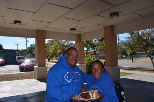Luz Feeding the homeless
