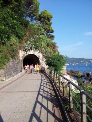 Tunel na šetalištu Pet Danica