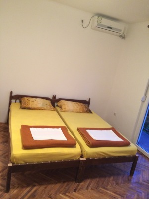 double bed with air-conditioner