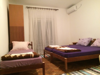 3 beds, balcony door, closet, air-condioner