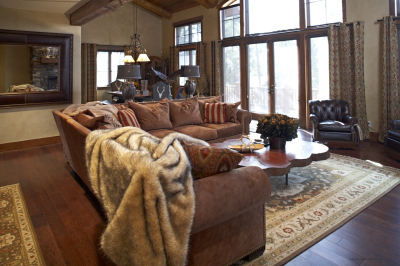 Family room design in Pole Creek Home, Tabernash, Colorado