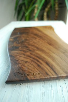 Walnut Wood with Live Edge Cutting/Serving Board