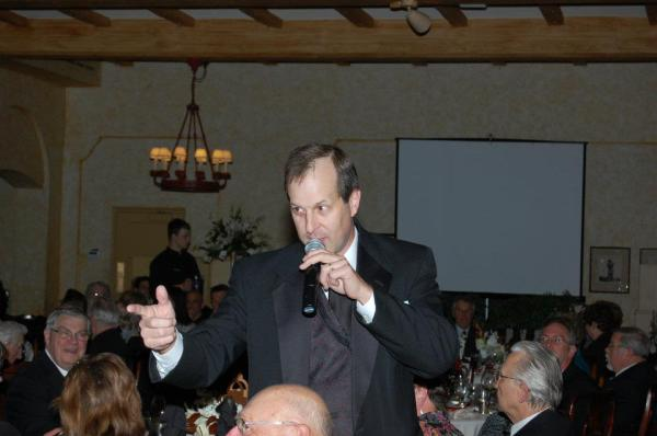 Why Hire a Professional Benefit Auctioneer?