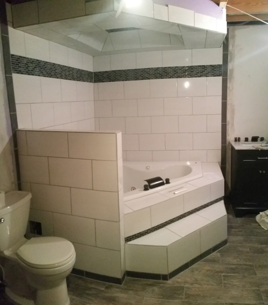 BATHROOM / LAUNDRY ROOM