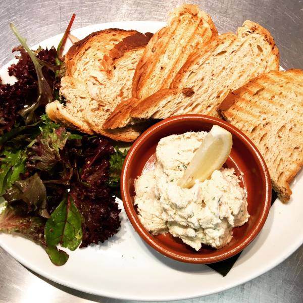 Smoked mackerel pate & sourdough toasts