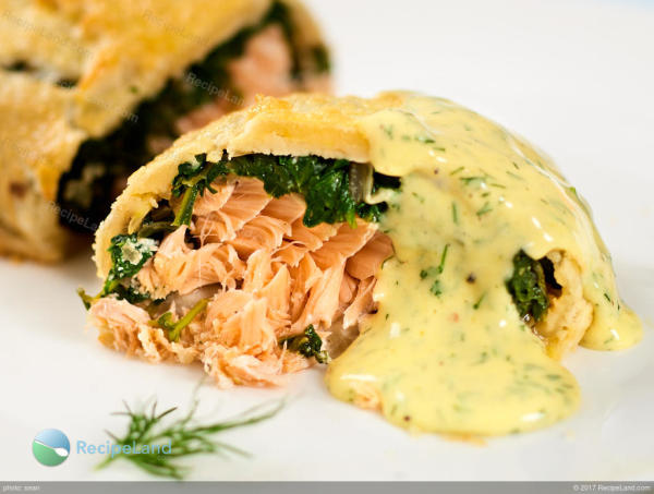 Salmon en croute with spinach, an a creamy sauce