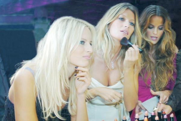 Karolína Kurková, Gisele Bündchen and Izabel Goulart.