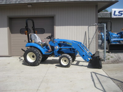 New LS XJ2025H tractor