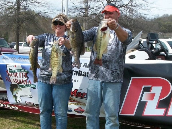 Tourney#2 Pickwick Lake-1st Place : John Hill/Tina Hill 28.57 lbs. Big Fish 7.07 lb. Smallmouth