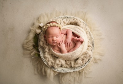 Why to hire a professional Newborn and Maternity Photographer?