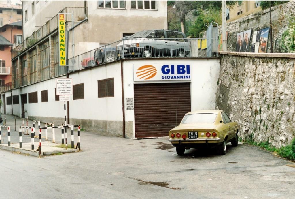 Prima sede e nome dell'azienda, era il 1987