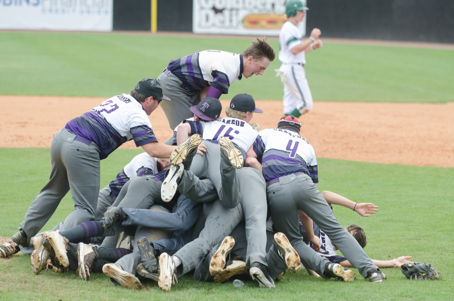 GISA STATE BASEBALL FINALS: Lions come through at the finish to win first state title