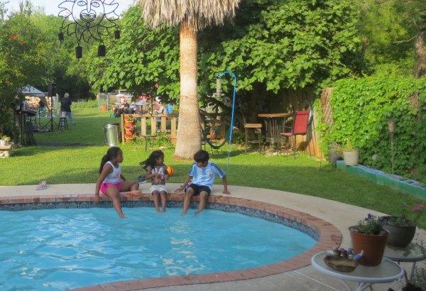 Newsom's Garden Party - Video & Pics