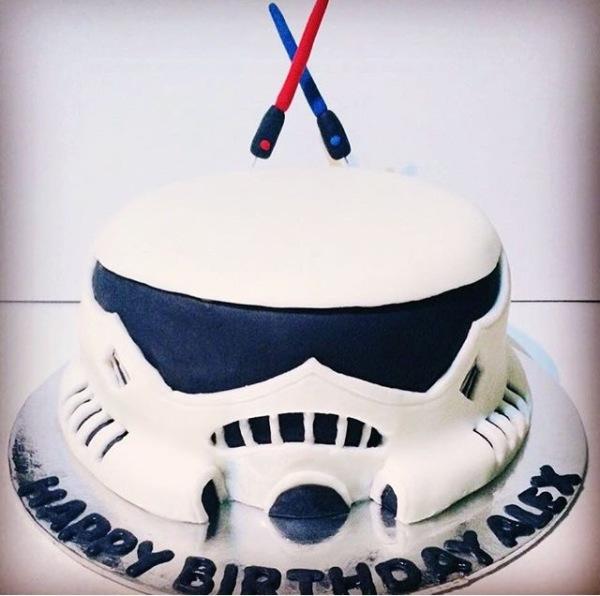 storm trooper star wars cake.