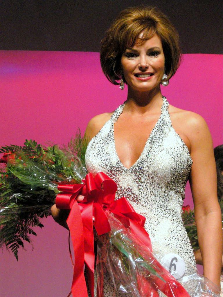 beauty pagent winner xtreme eyelashes