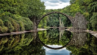 Rakotzbrücke פינת חמד מהאגדות - גשר
