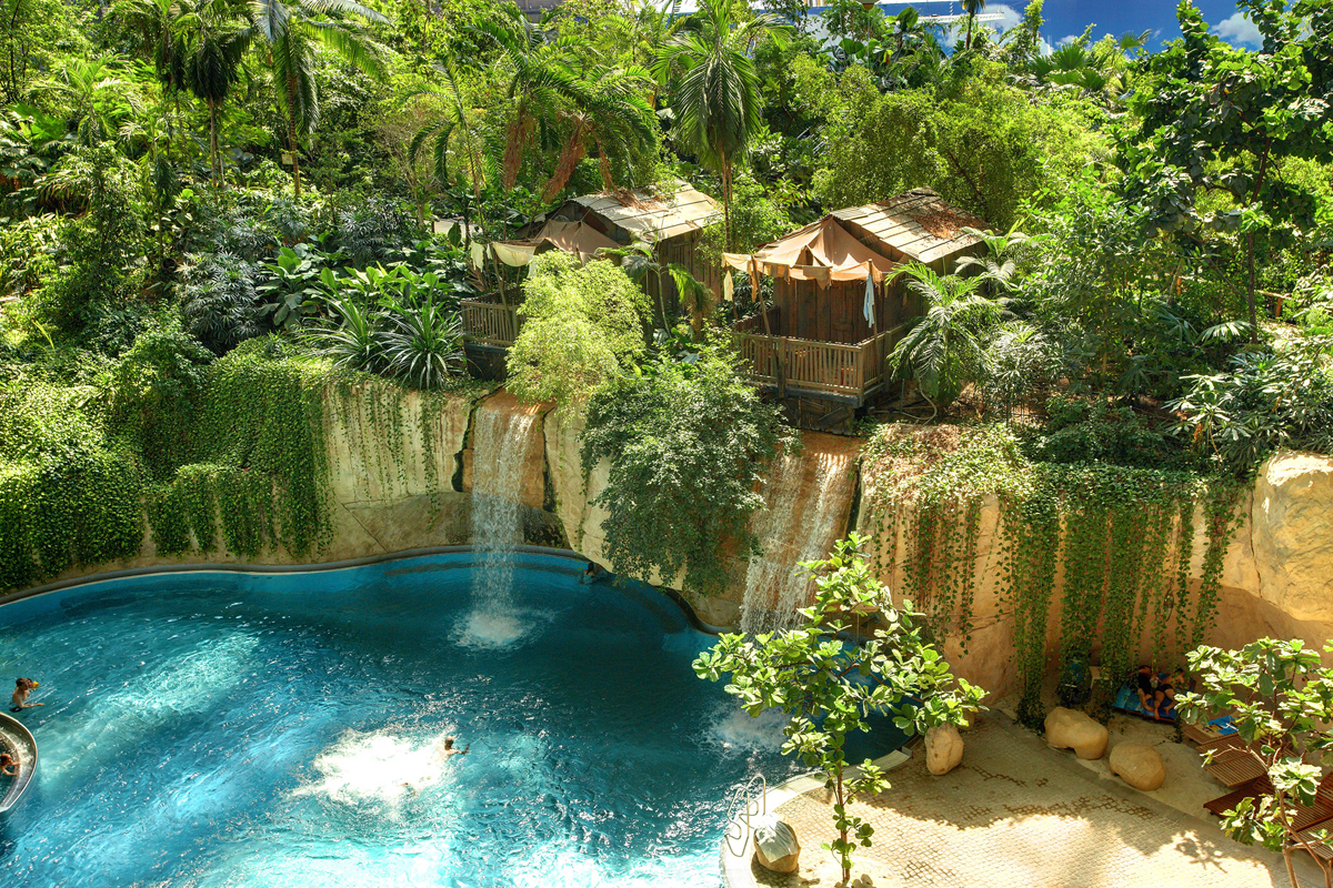 Wasserfall-Lodge_im_Tropical_Islands