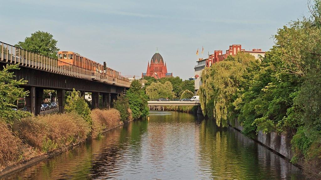 1024px-Landwehrkanal_in_B-Kreuzberg_07-2014