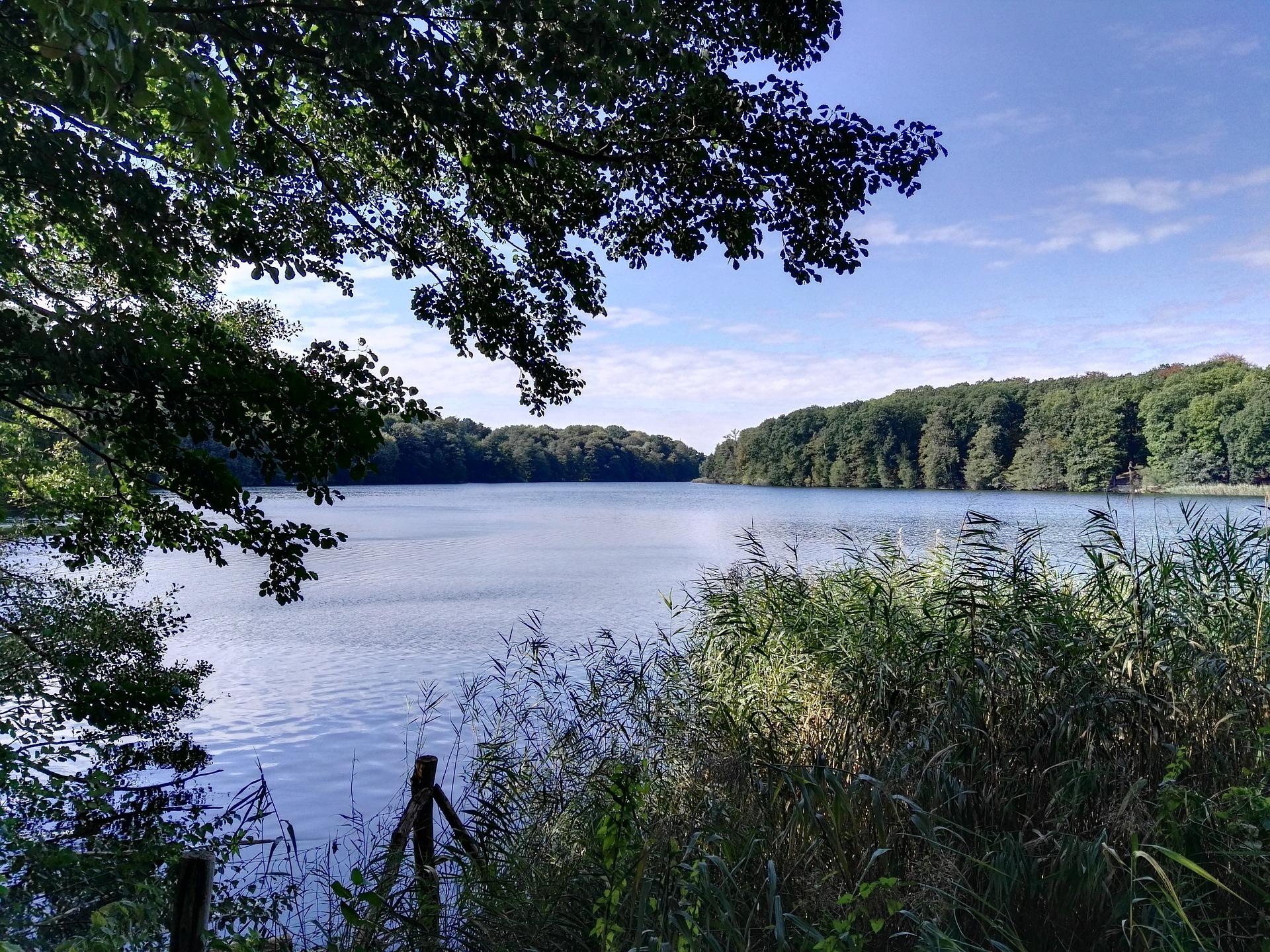 lake-1689666_1920